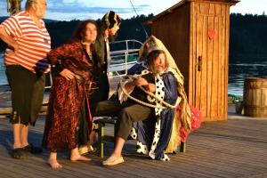 "Årets piratforestilling: ""Piratbukta i Kaptein Knokkels klør"""