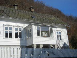 Gjennomført maritim stil i et av de sjarmerende husa på brygga i Onarheim.