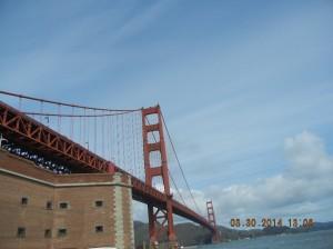 Golden Gate brua og med Fortet under. Fortet er bygget på midten av 1800-tallet og er besøket verdt for historieinteresserte.