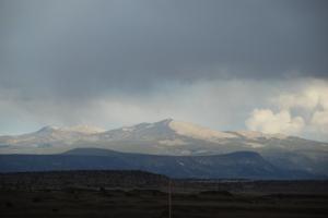 Men så dukker disse fjella opp.Jeg blir visst aldri lei av fjell. Som et maleri.