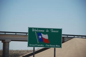 Velkommen til Texas. Da må vi stoppe og kjøpe drammeglass. Valget sto mellom kjøleskapsmagneter og glass. Noe skal man samle på :-)