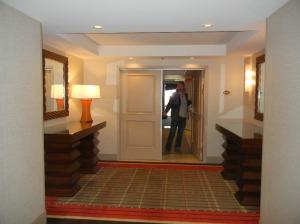 Suite i 30 etasje. Pål ønsker velkommen inn.