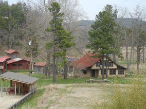 Den opprinnelige ranchen som ligger nedenfor hytta vår. Akkurat nå står den tom.